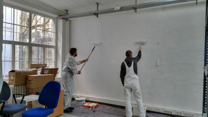 Maler streichen Wand