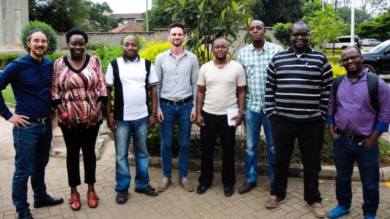 Gruppenbild: Benjamin Wolf und Daniel Ostertag zu Besuch in Uganda