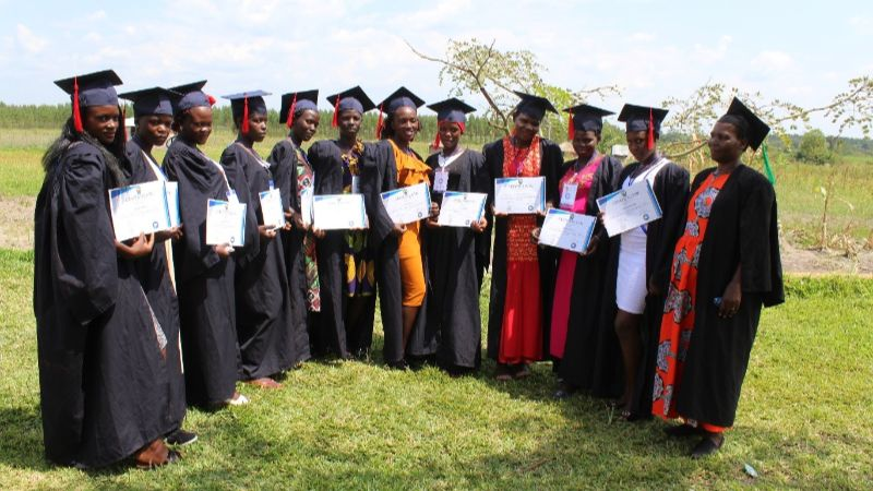 Absolventinnen Schneiderausbildung mit SASCU